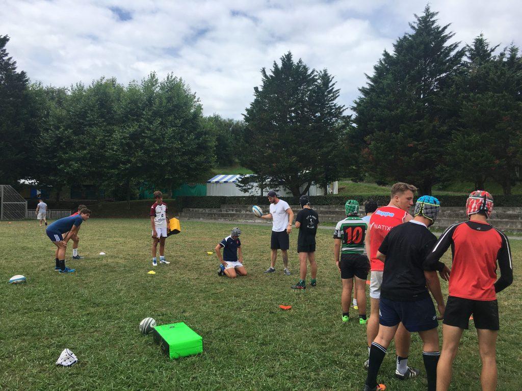 Technique individuelle attitude au sol-stage de rugby au Pays Basque